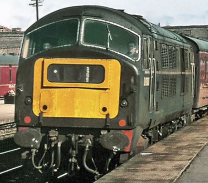 D6101 approaches Stirling in August 1966. © Gordon Edgar