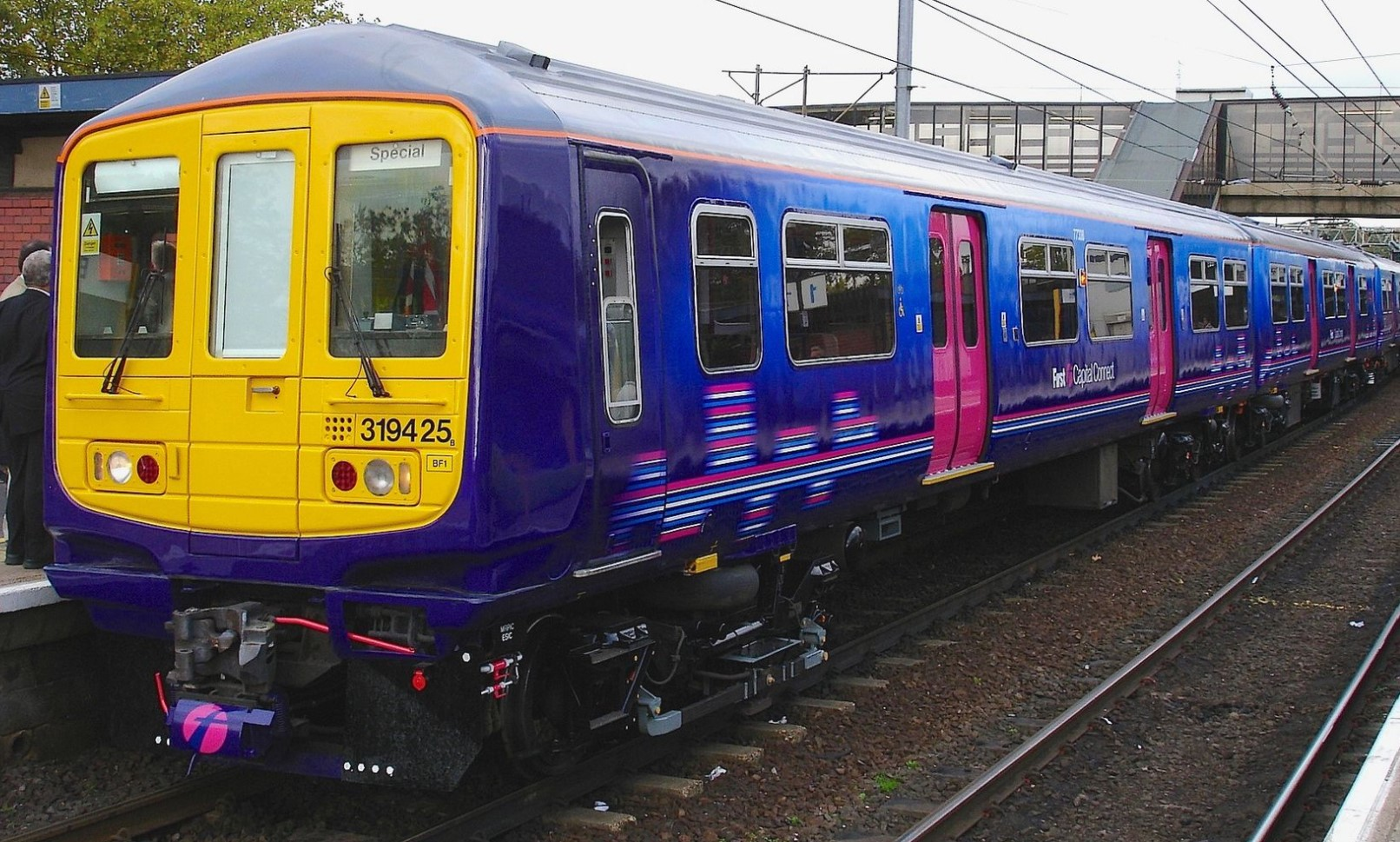 319425 at Bedford in October 2006. ©Peter Skuce