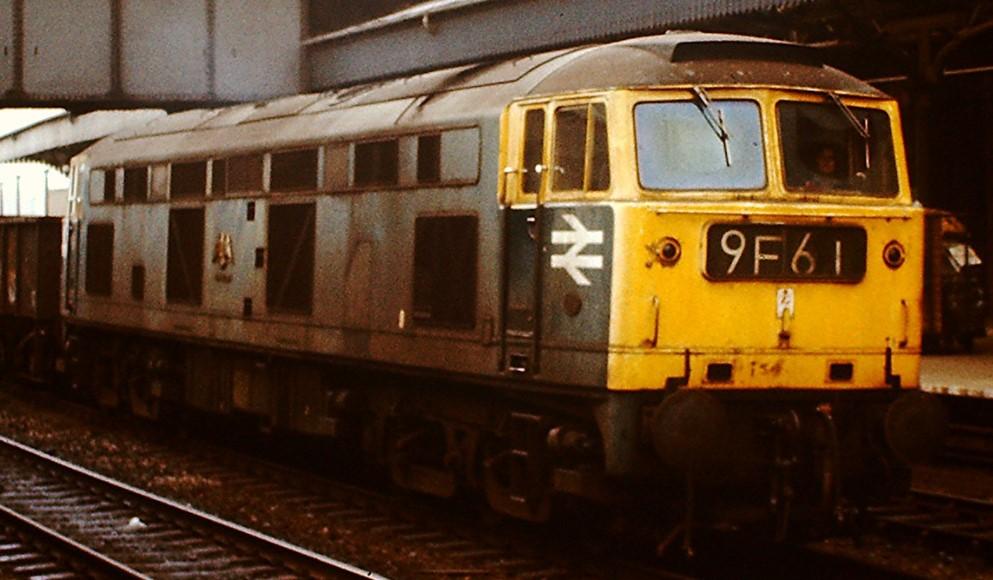 D0280 'Falcon' at Newport High Street in June 1975. ©Hugh Llewelyn