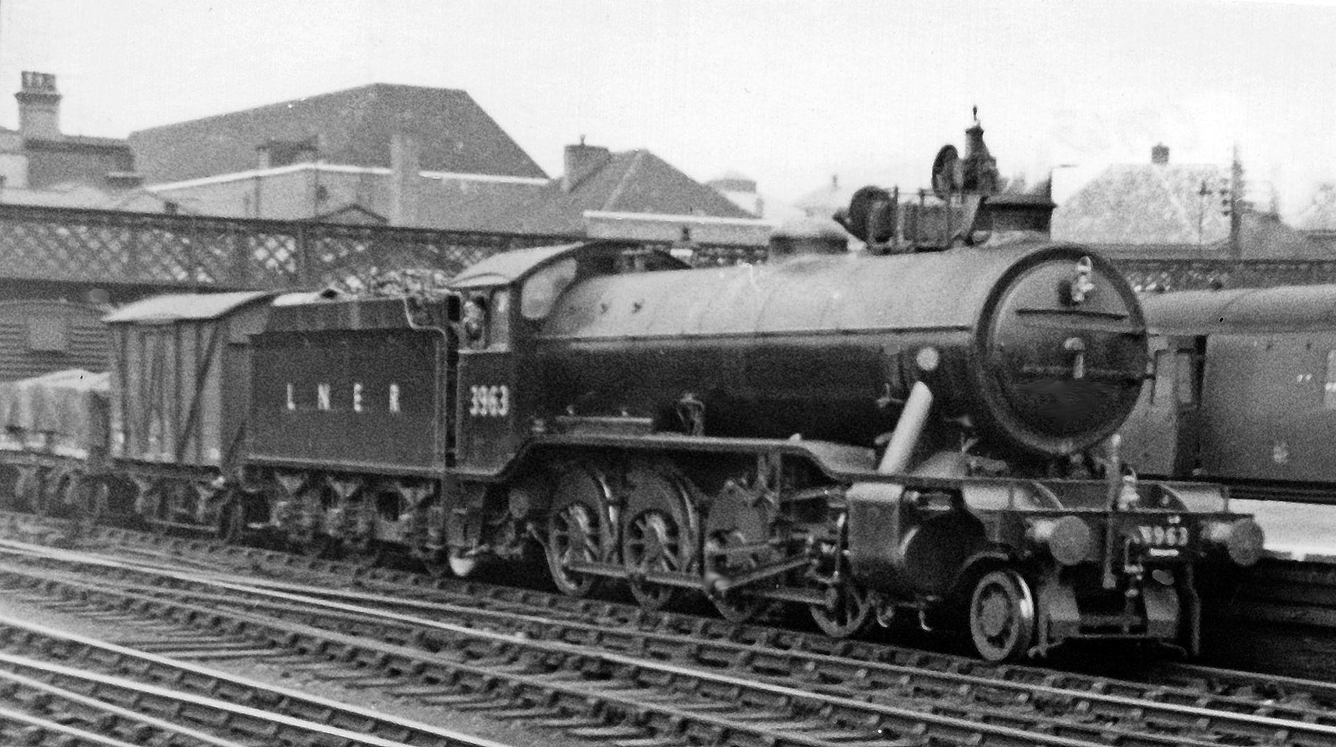3963 at Doncaster in July 1947. © Ben Brooksbank