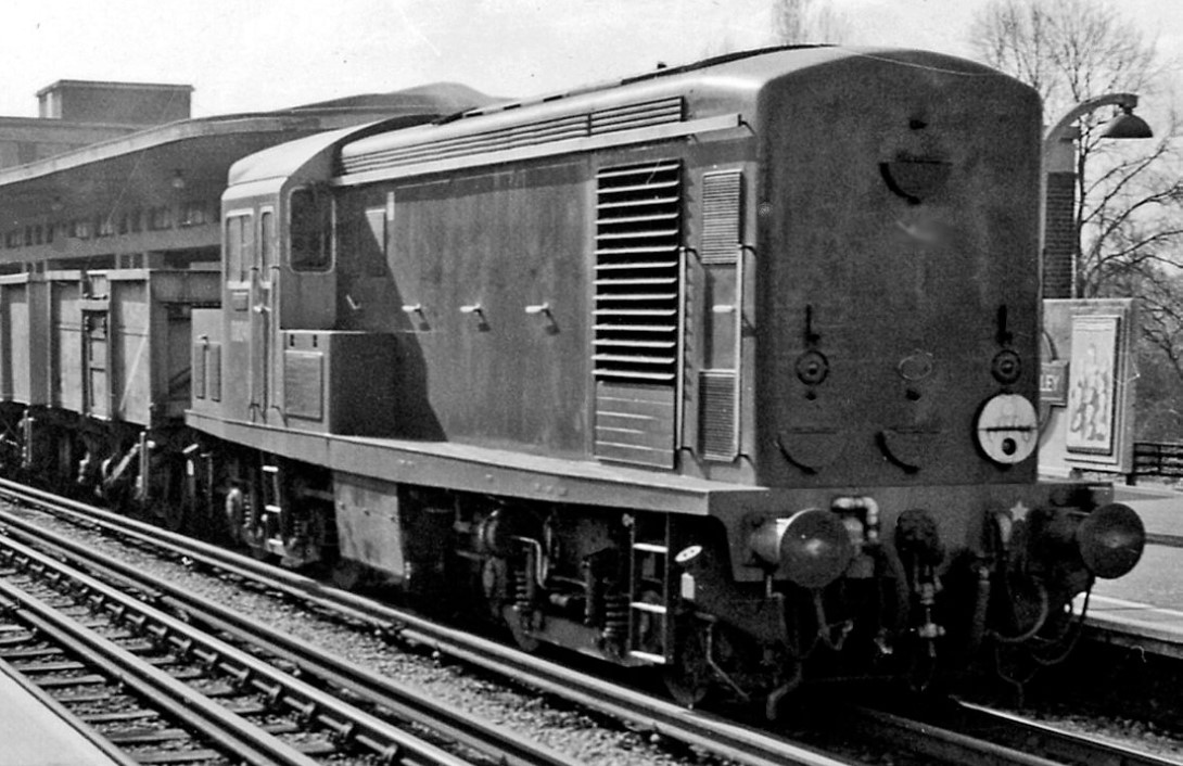 D8241 at East Finchley in April 1962. ©Ben Brooksbank