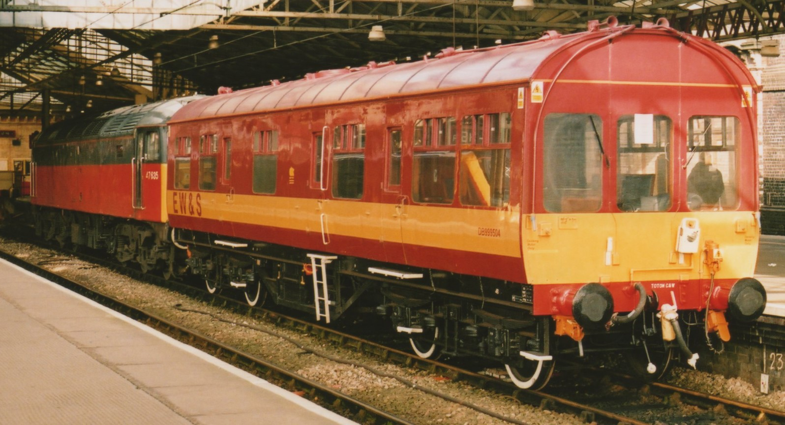 DB999504 hauled by 47635 at Crewe in February 2003. ©37190 'Dalzell'