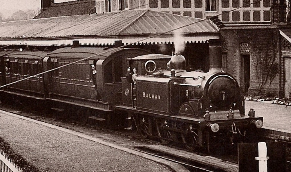 LBSCR D1 at Midhurst in the 1910s. © Public Domain.