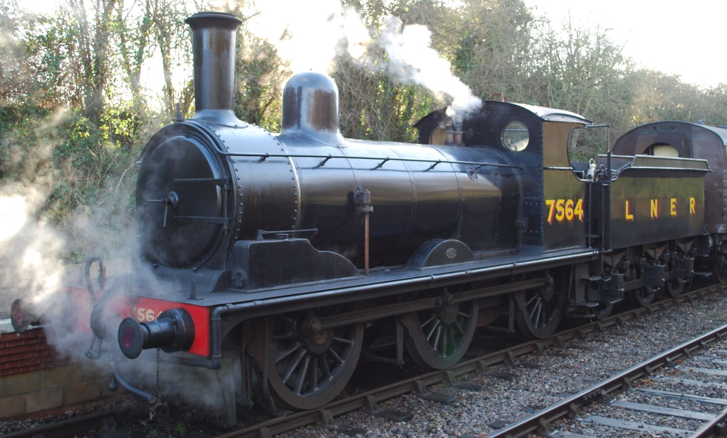 7564 at Oldland Common on the Avon Valley Railway in January 2013. ©Hugh Llewelyn