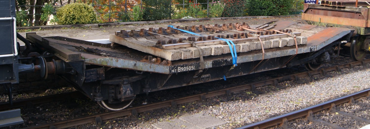 B905051 at Bitton on the Avon Valley Railway in October 2014. ©Hugh Llewelyn
