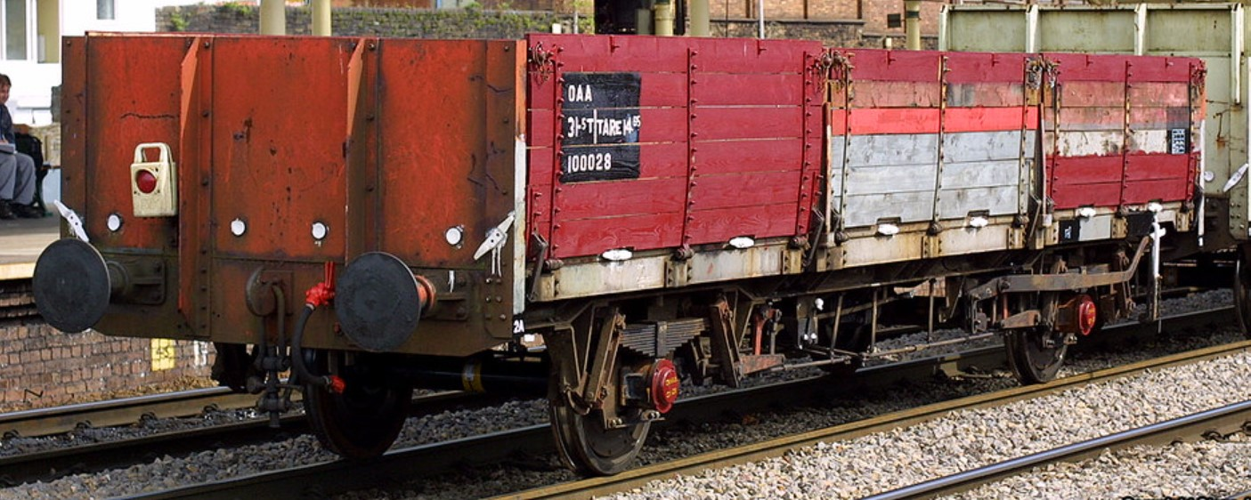 100028 at Newport in July 2001. ©Steve Jones
