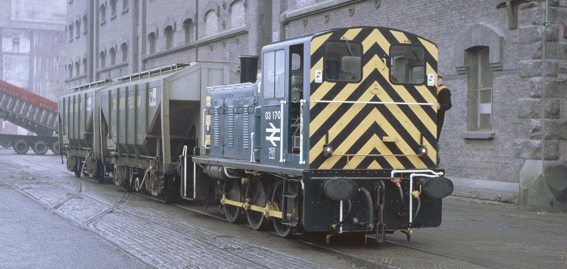 03170 shunts 2 'Covhop wagons' at Birkenhead Docks in January 1987 © Adrian Nicholls