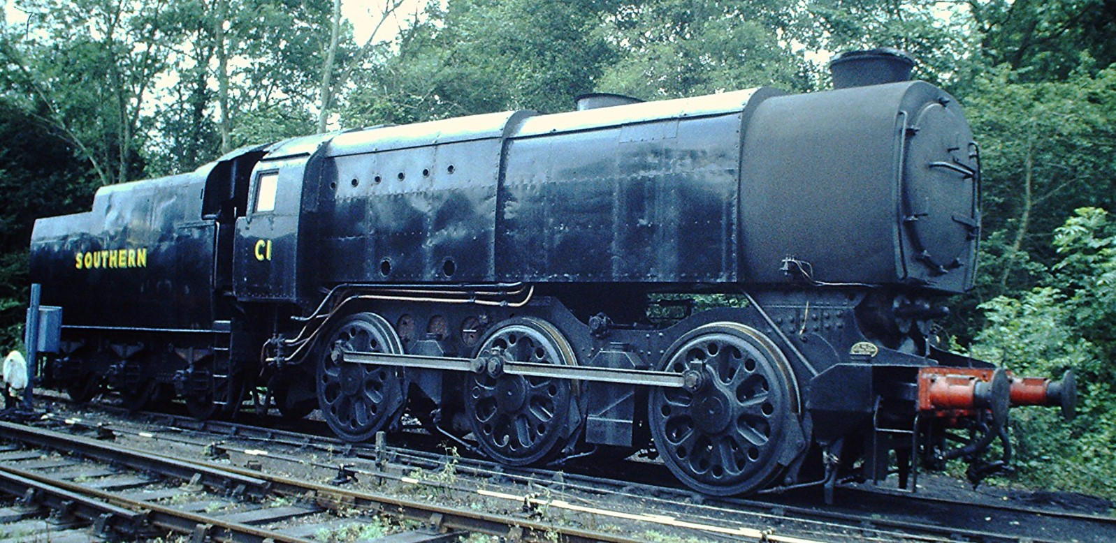 33001/ C1 at Sheffield Park on the Bluebell Railway in August 1999. ©Hugh Llewelyn