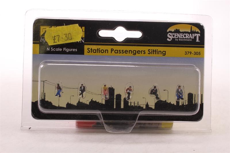 Station Passengers Sitting Graham Farish 379-305 N Gauge