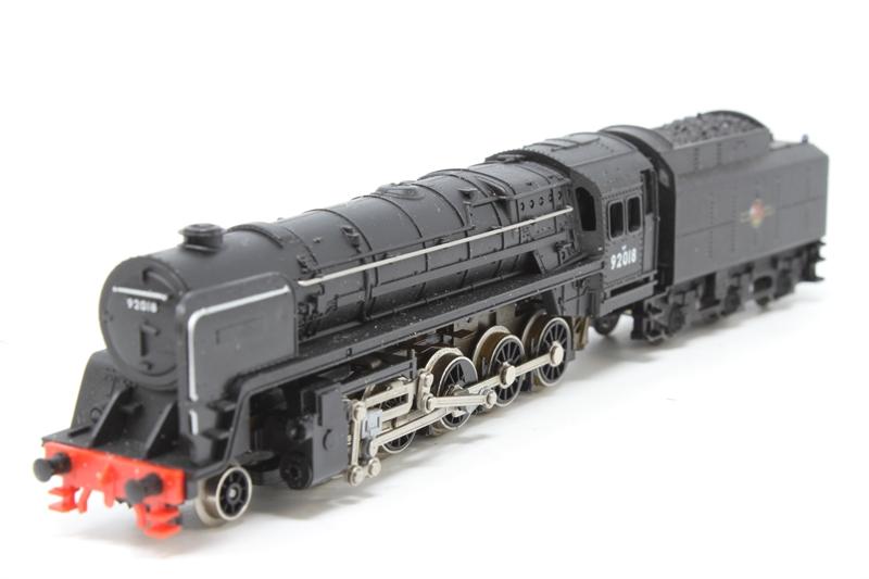 www.hattons.co.uk - Minitrix N207-PO18 Class 9F 2-10-0 No.92018 in British Rail black - Pre-owned - some wear to finish - missing smoke deflector - fair box
