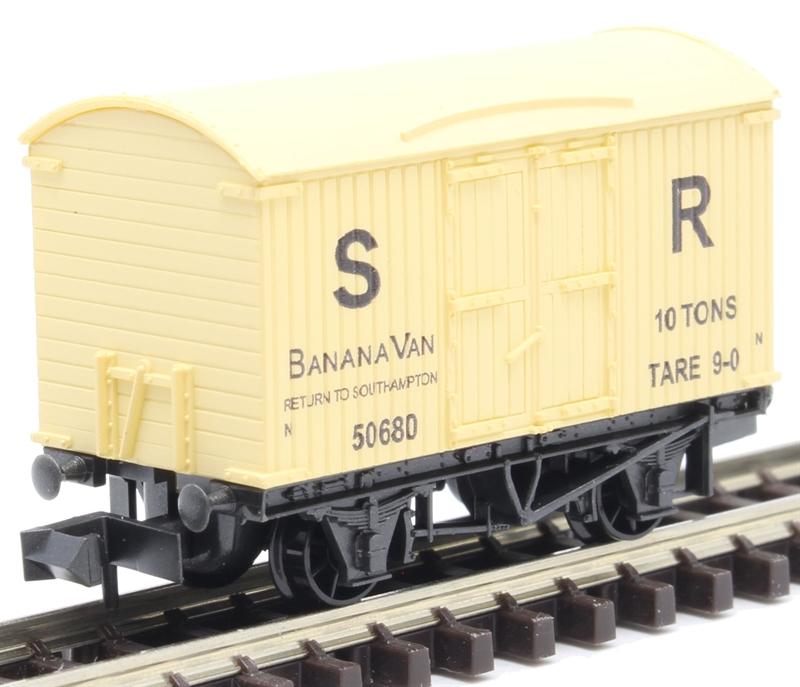 Peco NR-42S N Gauge SR Cream Banana Van