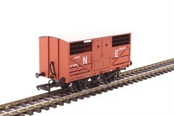 OR76CAT002B 10 ton Cattle wagon in 156266 in LNER bauxite