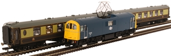 R3791 Pullman Days train pack with Class 71 in BR blue and two Pullman coaches