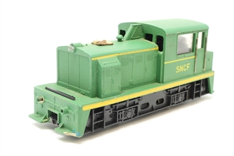 T244-1Loco-PO 0-4-0 diesel shunter of the SNCF in green - separated from train set - Pre-owned - Noisy runner - Missing buffers - Missing couplings - Damaged buffer beams - Replacement box